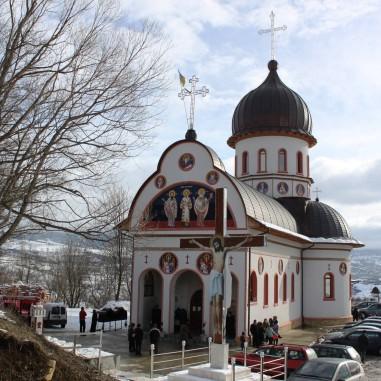 Biserica Sfinții Trei Ierarhi - Gruiul Lupului